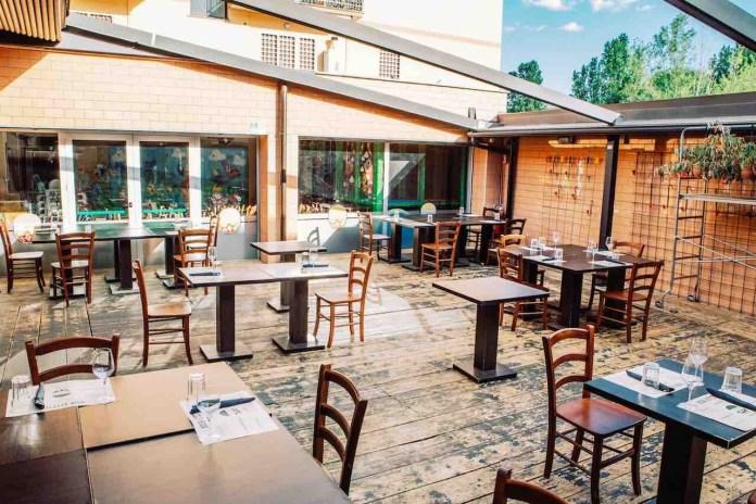 Dove mangiare: Straforno, zona esterna con tavoli