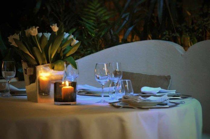 Tavolo elegante con candela