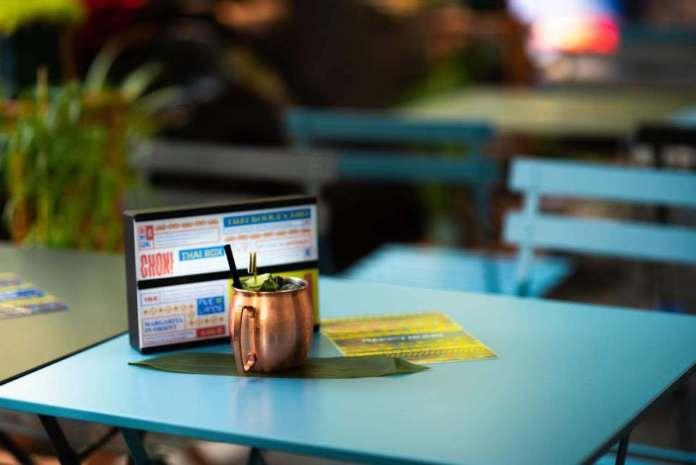 Tavolo con bibita del Tuk Tuk Ride