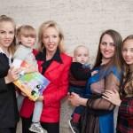 Salvamamme, una volontaria con Camilla di Borbone e figlie