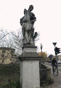 Ferrara, statua di San Giorgio