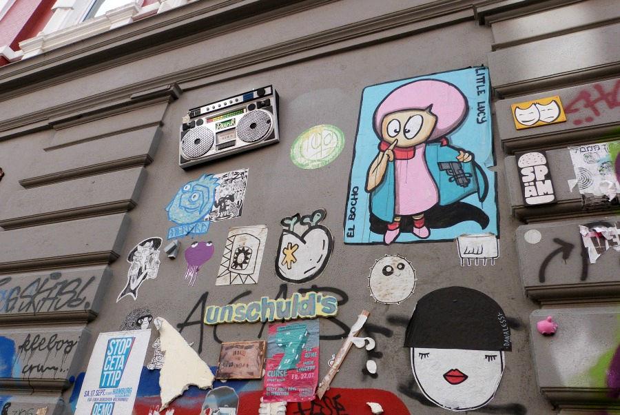 Street artist El Bocho in Hamburg