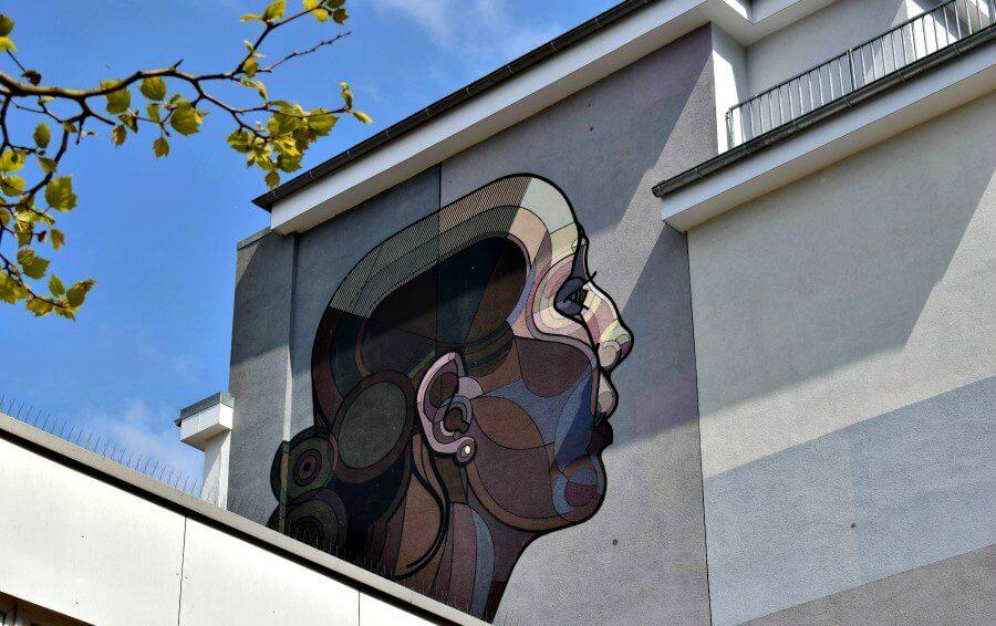 Grande Dame van Toast in Altona - Street Art | Standort Hamburg