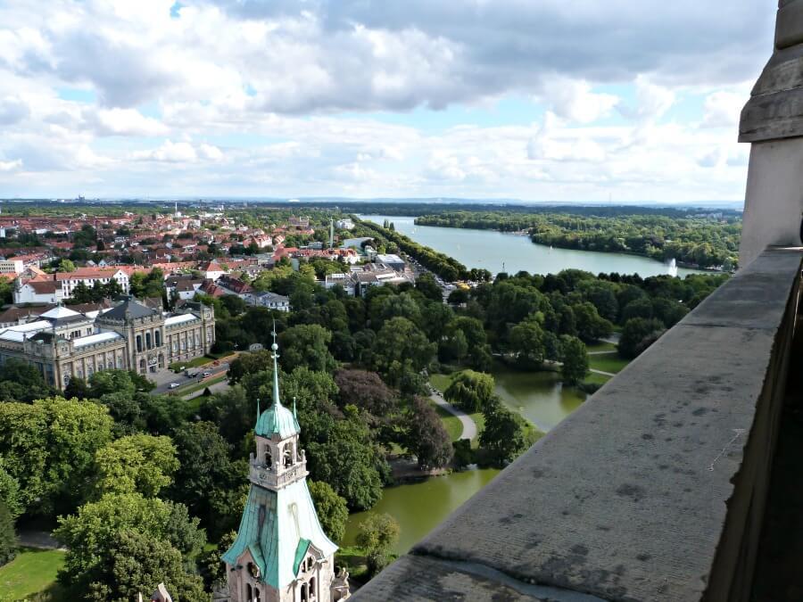 Uitzicht over Hannover vanaf de koepel in het Rathaus   Standort Hamburg