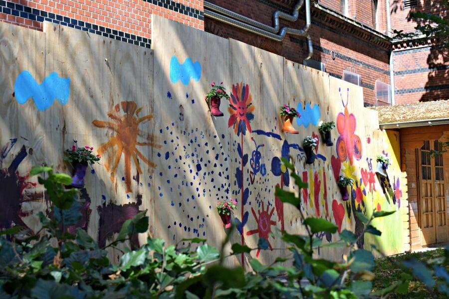 Kleurige street art bij de Viktoria-Kaserne   Standort Hamburg