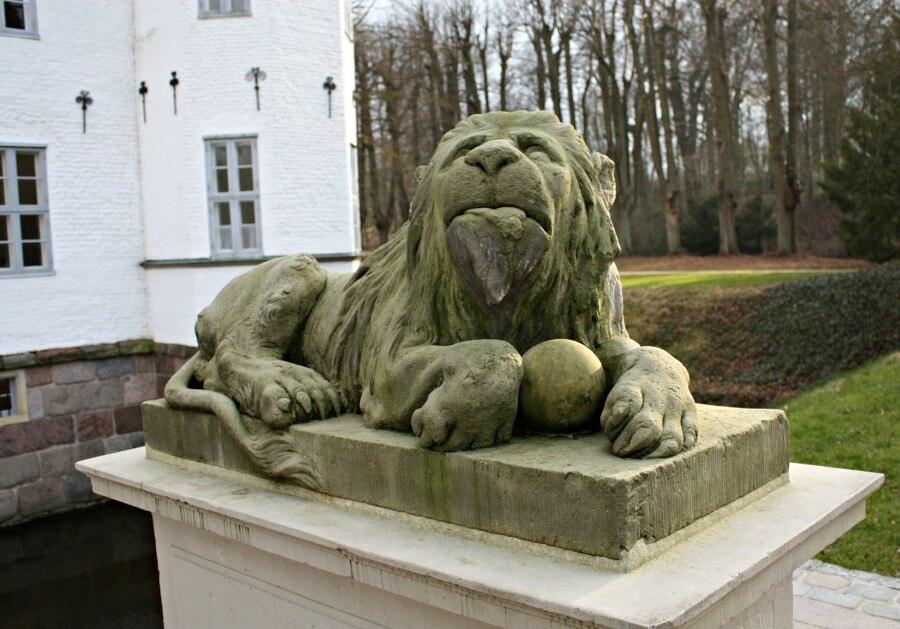 Schloss Ahrensburg bezoeken op een lenteachtige winterdag