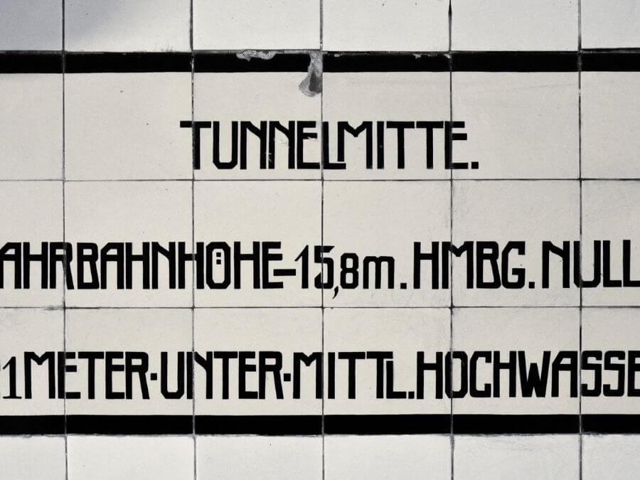 Alte Elbtunnel: Tunnelmitte bereikt!