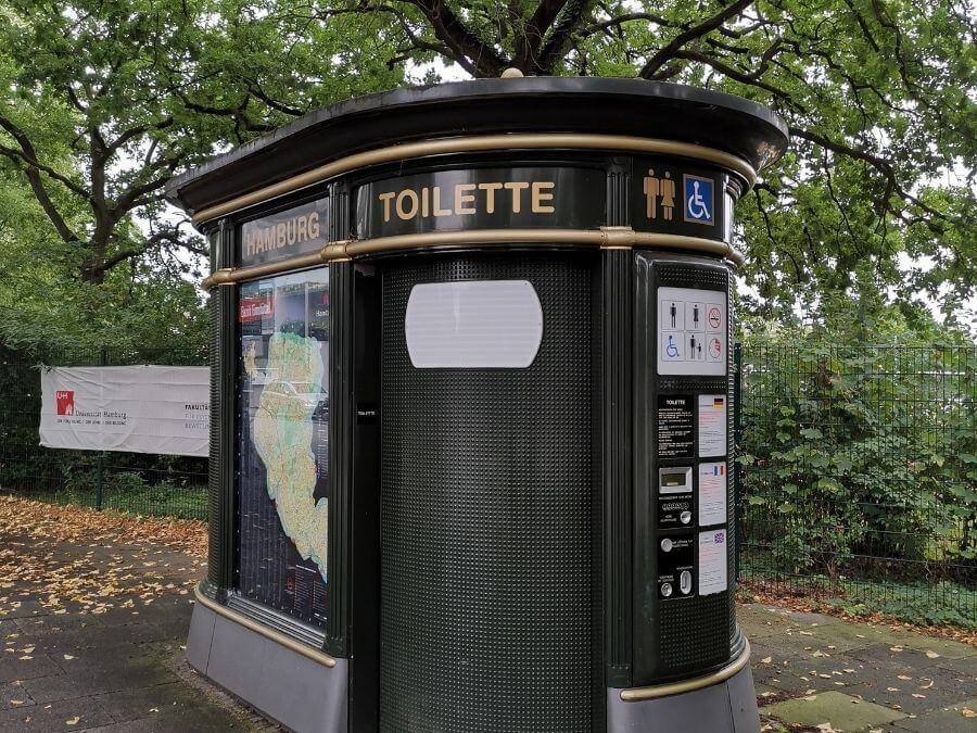 Waar vind je openbare toiletten in Hamburg?