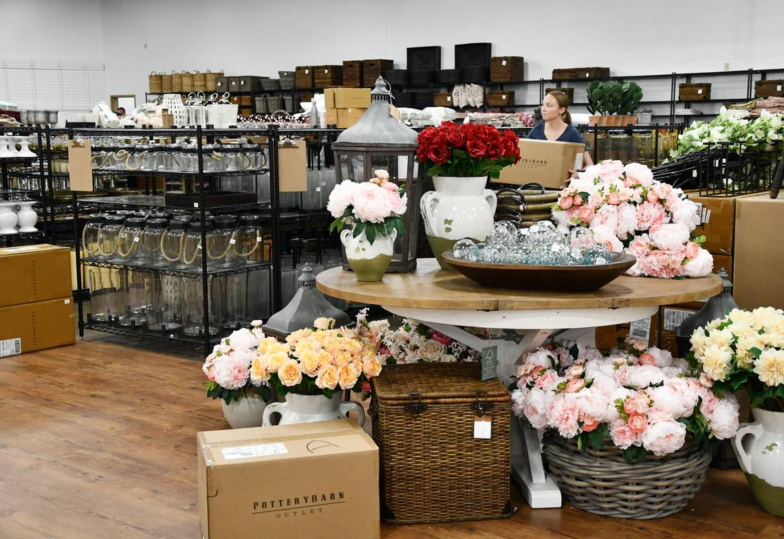 Pottery Barn Outlet - Road Trip Planner, Road Trips USA, Road Trip America, Road Trips In USA, road trips planning, america road trip, road trip USA, best road trips in America, best road trip stops along I-65