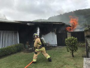 DENNIS ODA / DODA@STARADVERTISER.COM                                 Honolulu firefighters are battling a house fire on Kanu Street.