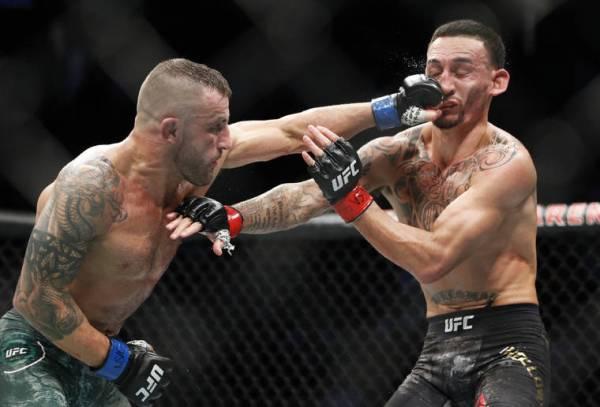 Alexander Volkanovski outstrikes Max Holloway to win UFC featherweight title