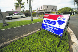 STAR-ADVERTISER FILES / January 2019                                 Oahu's home market finished 2019 with moderate gains in median sale prices for December. Pictured is an open house sign at 217 Prospect St. last January.