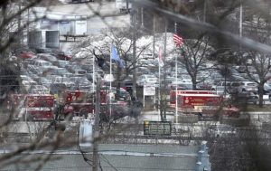 RICK WOOD/MILWAUKEE JOURNAL-SENTINEL VIA ASSOCIATED PRESS                                 Milwaukee Police and Milwaukee Fire Dept. personnel responded to reports of an active shooting at the Molson Coors Brewing Co. campus in Milwaukee, today.