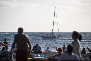 "CINDY ELLEN RUSSELL / CRUSSELL@STARADVERTISER.COM                                 A 33-foot sailboat called ""Prelude"" got stuck on a reef at Kaimana Beach on Sunday afternoon. The U.S. Coast Guard today said it is working with the state to remove a sailboat which ran aground off of Kaimana Beach."