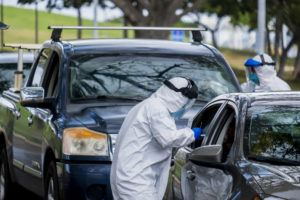 DENNIS ODA / MARCH 21                                 Drivers drive through Kakaako Waterfront Park to be screened and tested for the coronavirus.