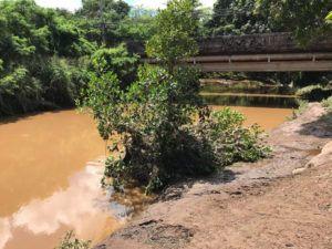 DENNIS ODA / DODA@STARADVERTISER.COM                                 Opaeula Stream at Kamehameha Highway in Haleiwa was filled with brown water today.