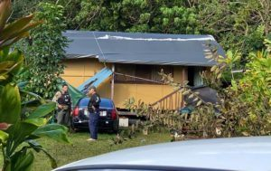 ROSEMARIE BERNARDO / RBERNARDO@STARADVERTISER.COM                                 Police investigated the scene of an overnight barricade situation in Hauula this morning.