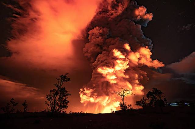 Kilauea volcano eruption begins inside Halemaumau Crater; Hawaii island officials warn of ash fallout
