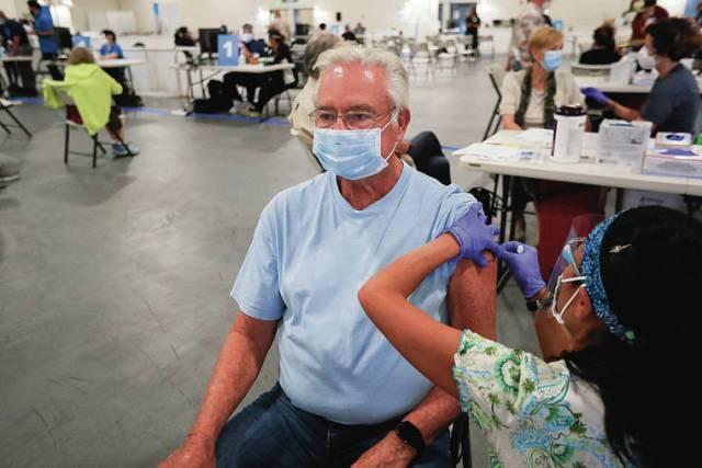 Kupuna get inoculated at Pier 2 as Hawaii mass vaccinations begin