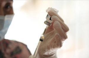 JAMM AQUINO / JAN. 9                                 CVS pharmacist Anh Mitsuda loads syringes with the Moderna COVID-19 at Manoa Gardens retirement community last month.