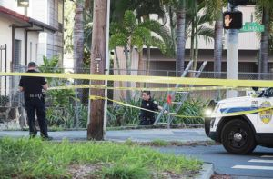 CINDY ELLEN RUSSELL / CRUSSELL@STARADVERTISER.COM                                 The Honolulu Police Department conducted an investigation at Kalakaua Avenue and Phillip Street, April 5, where a suspect was shot by police and died.