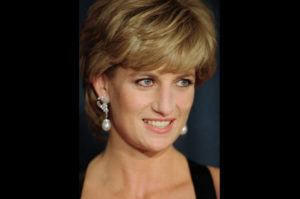"""ASSOCIATED PRESS / 1995                                 Diana, Princess of Wales, smiles at the United Cerebral Palsy's annual dinner at the New York Hilton. An investigation has found that a BBC journalist used """"deceitful behavior"""" to secure an explosive interview with Princess Diana in 1995, in a """"serious breach"""" of the broadcaster's guidelines. The probe came after Diana's brother, Charles Spencer, made renewed complaints that journalist Martin Bashir used false documents and other dishonest tactics to persuade Diana to agree to the interview."""