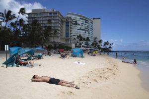 CINDY ELLEN RUSSELL /JUNE 7                                 Beachgoers hang out at Kaimana Beach in Waikiki. Oahu moved into the less-restrictive Tier 4 of the city's four-tier economic recovery plan, allowing for social gatherings of up to 25 people outdoors and 10 people indoors.