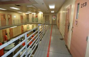 STAR-ADVERTISER / NOV. 2017                                 Upper-level holding cells at Hawaii Community Correctional Center in Hilo.