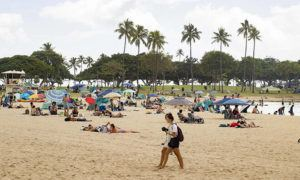 CINDY ELLEN RUSSELL / CRUSSELL@STARADVERTISER.COM                                 People gathered to relax and enjoy the beach, Feb. 14, at Ala Moana Regional Park.