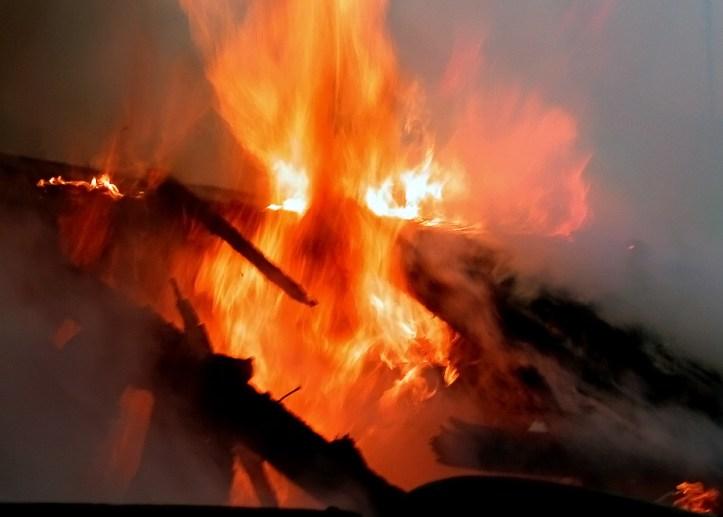 В селе Большая Кандала сгорела крыша дома