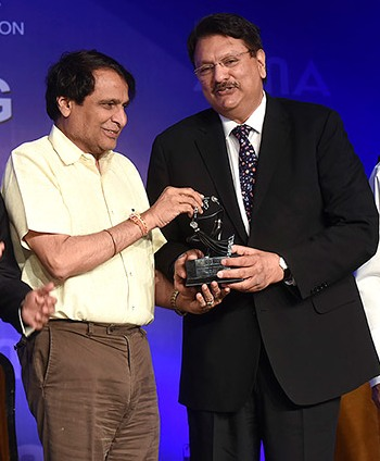 Ajay Piramal Receiving Corporate Citizen Of The Year Award