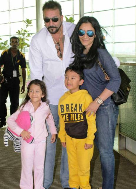 Sanjay Dutt With His Wife And Children Shahraan And Iqra