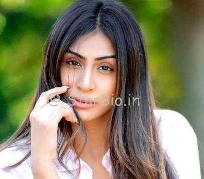 Myra Sareen Height, Weight, Age, Wiki, Biography, Boyfriend, Family