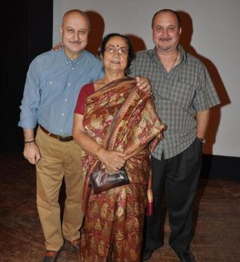 Anupam Kher with his mother and brother, Raju Kher
