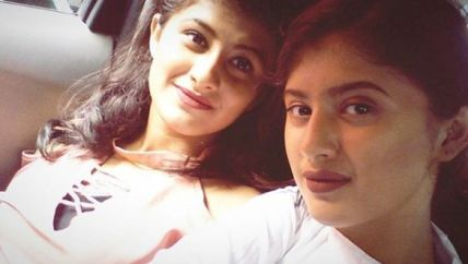 Arshifa with her sister