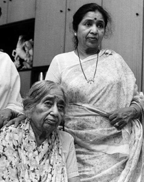 Asha Bhosle with her mother