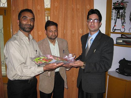Shah Faesal Bestowed with Bouquet After Declared IAS Topper