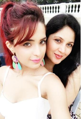 Aarushi Sharma with her mother