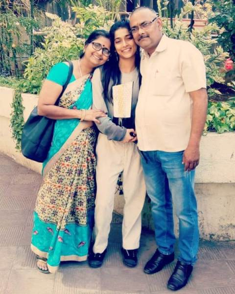 Vartika Jha with her parents