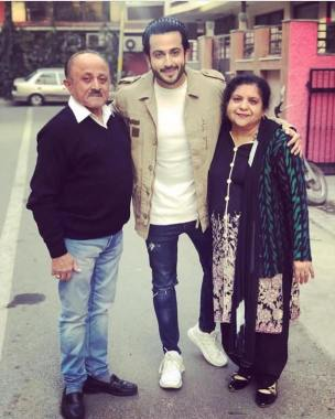 Dheeraj Dhooper with his parents