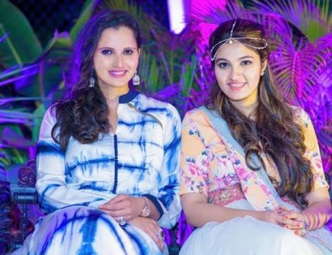 Sania Mirza with her sister