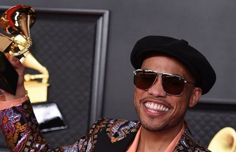 Anderson.Paak in award receiving ceremony