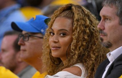 Beyonce at the golden state worriers nba championships