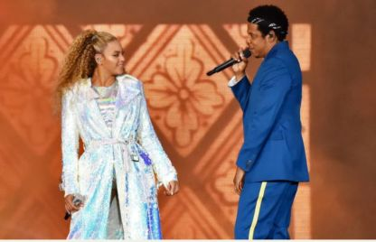 Beyonce in a concert of on the run song