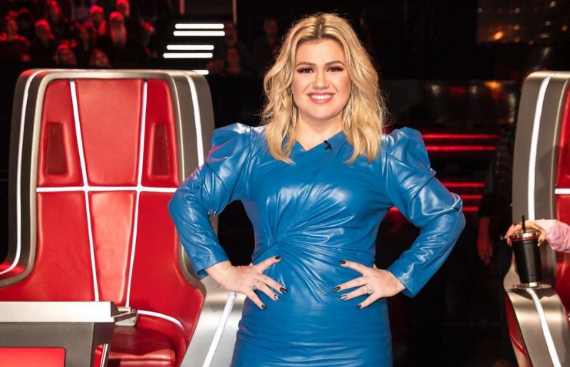 Kelly Clarkson at the voice s17