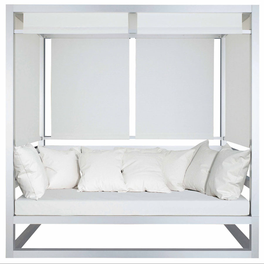 tres al fresco covered outdoor daybed by gandia blasco