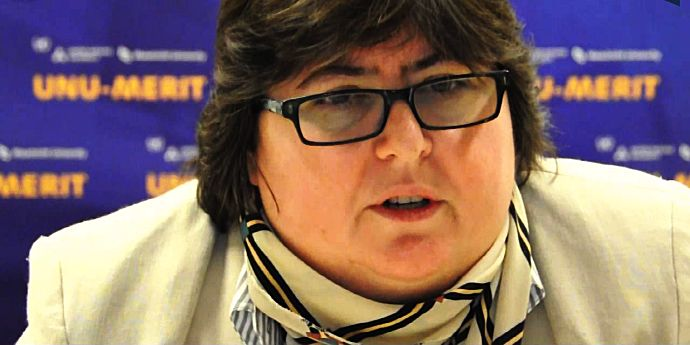 Gâtul, dar mai ales helanca Alinei Mungiu