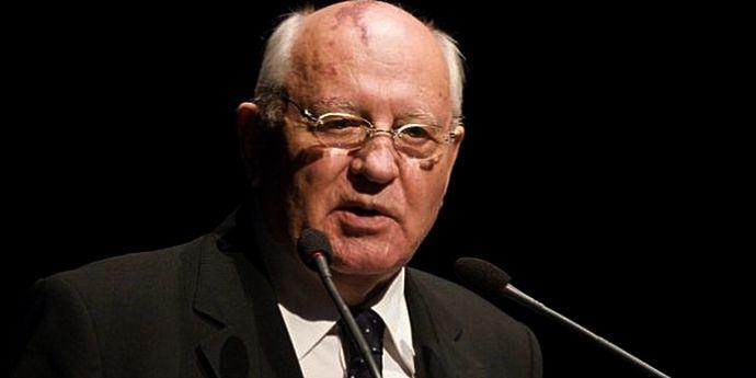 Gorbaciov atrage atenţia asupra pregătirilor de război