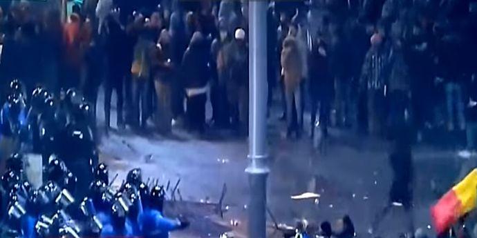 Opt persoane reţinute pentru violenţele din Piaţa Victoriei