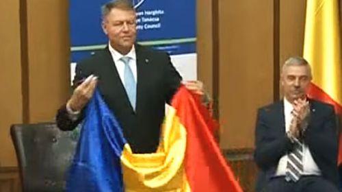 Iohannis reacţionează elegant la provocarea Steagului Secuiesc